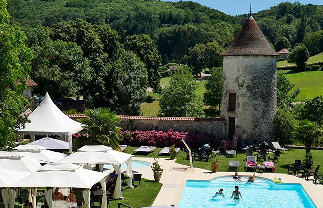 hotel chapeau cornu luxe piscine