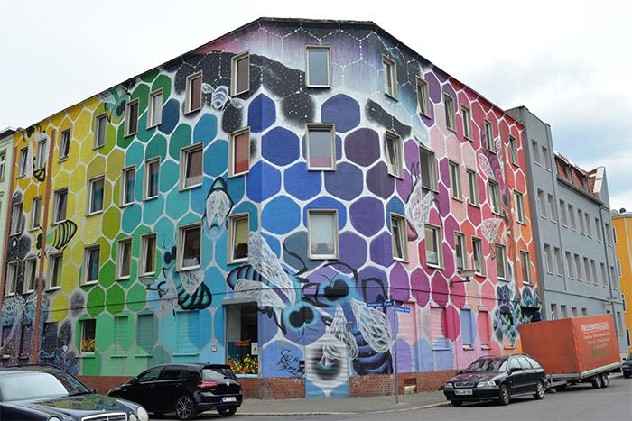 Marina Zumi honeycomb street art Halle