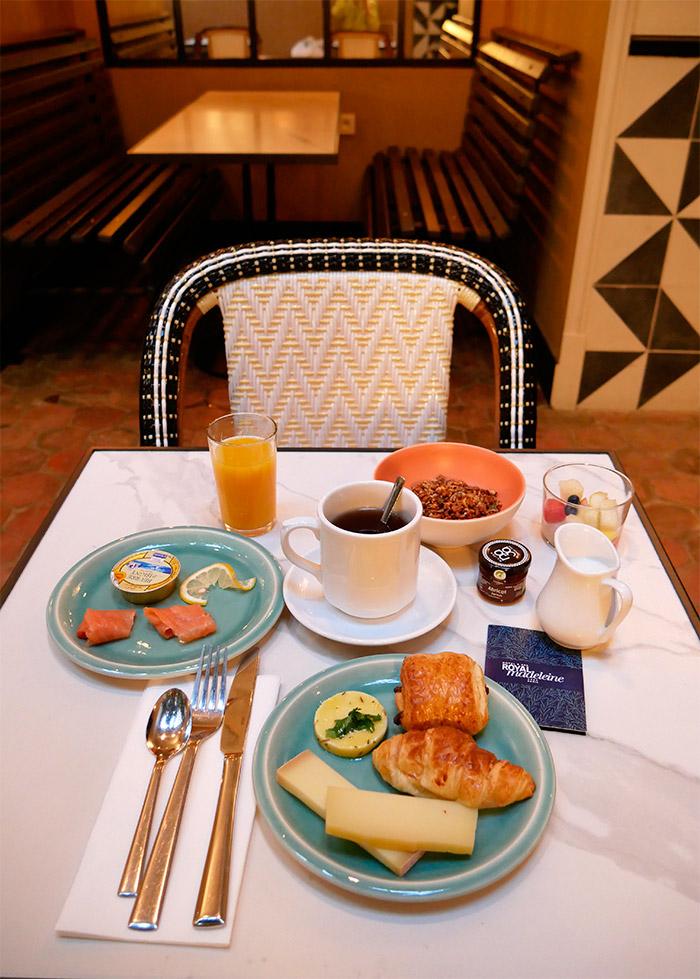 petit dejeuner hotel royal madeleine