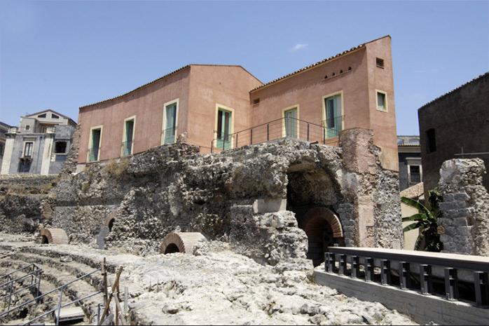 casa liberti catane theatre romain greco