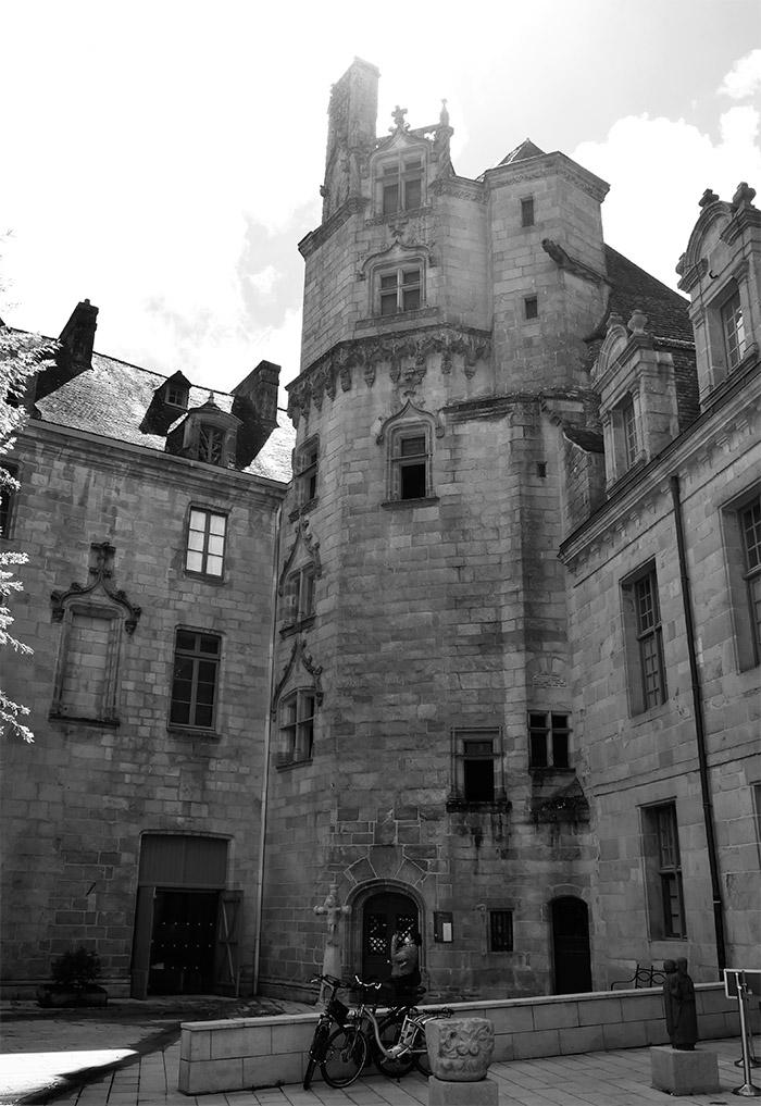 quimper palais episcopal bretagne