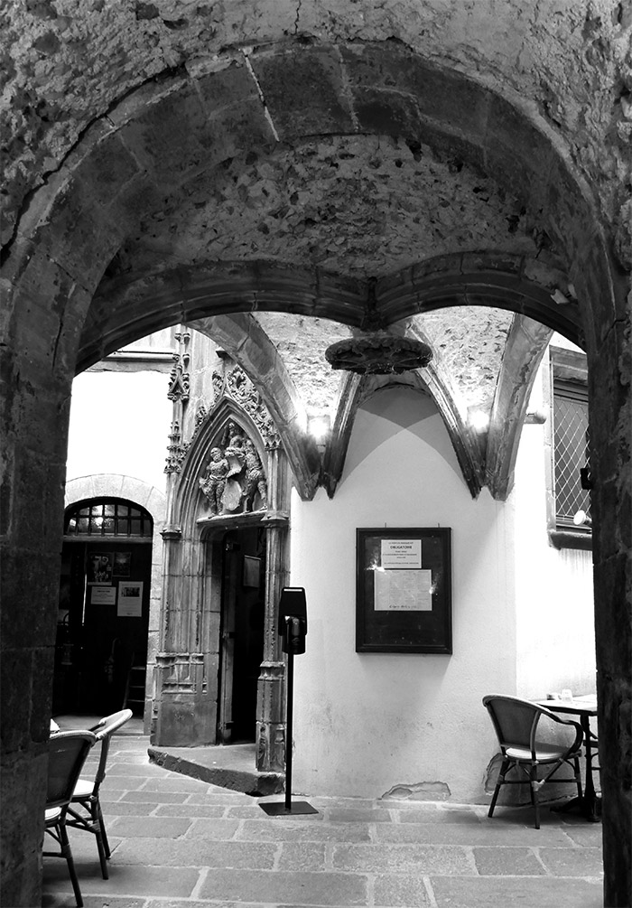 hotel savaron 1513 gothique clermont ferrand
