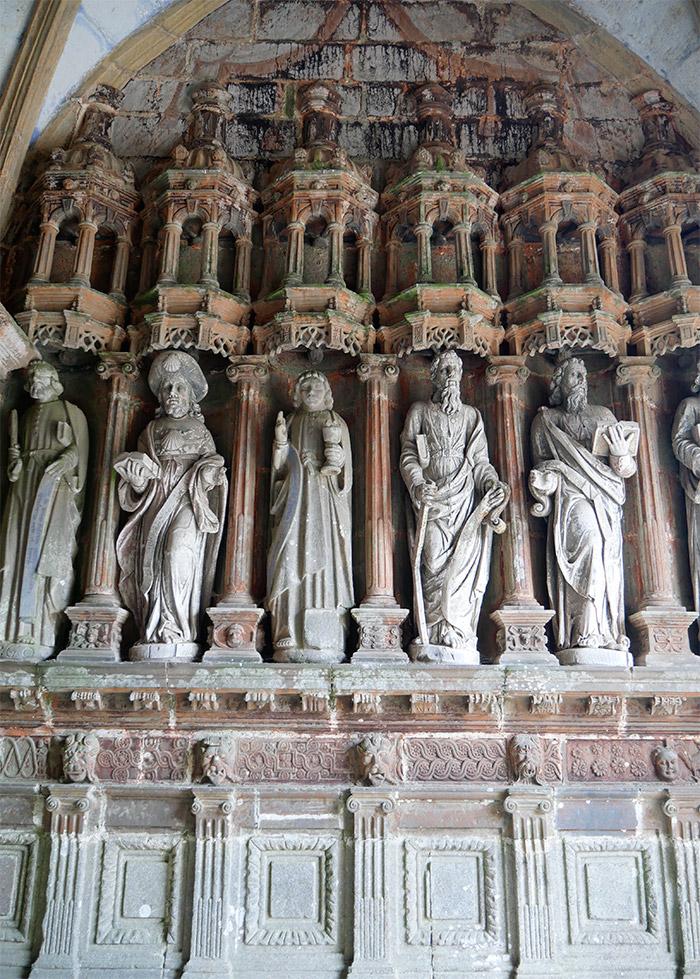 guimilau eglise enclos paroissial statue