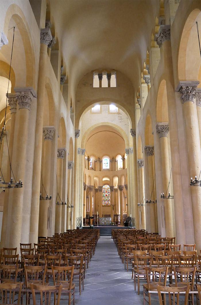 clermont ferrand abbaye notre dame port