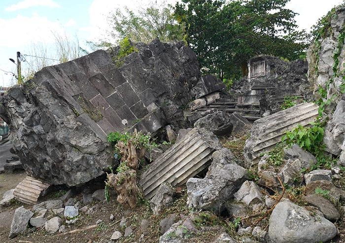 eglise fort ruines colonnes